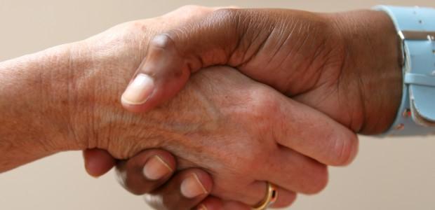 Im Alter ist es oft schwierig für alles und jeden finanziell aufzukommen. Eine Pflegeversicherung kann hierbei oft Wunder bewirken, doch wofür ist eine Pflegeversicherung eigentlich gut? Der Staat verspricht eine […]